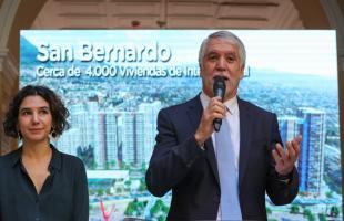 Alcalde Enrique Peñalosa hablando